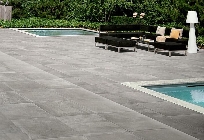 terrasse en carrelages imitation bois ou marbre pour piscine